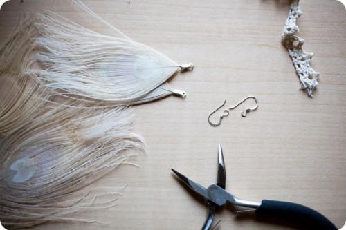 DIY: PEACOCK FEATHER EARRINGS