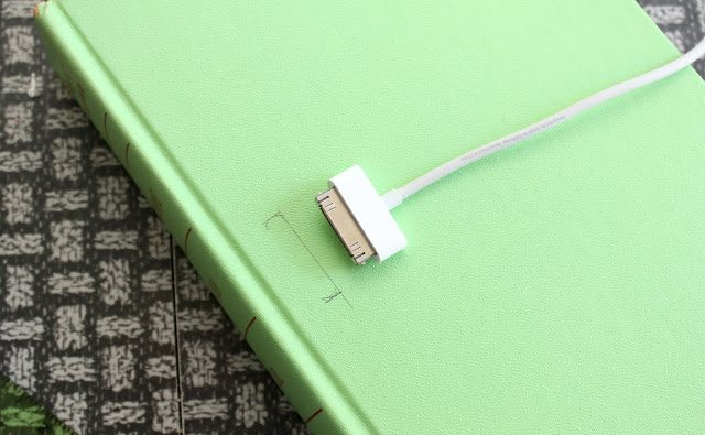 Tutorial: diy book iphone dock