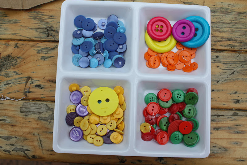 "Button ""2"" – Rainbow Party"