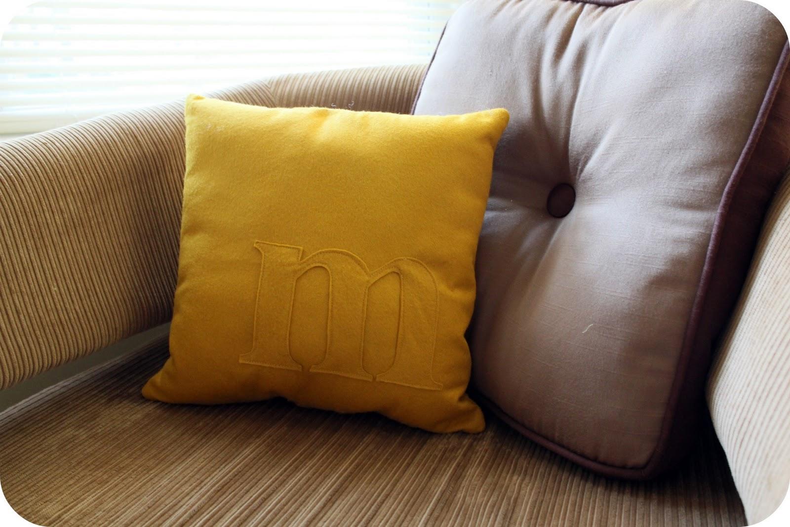 Tutorial: felt monogram pillow