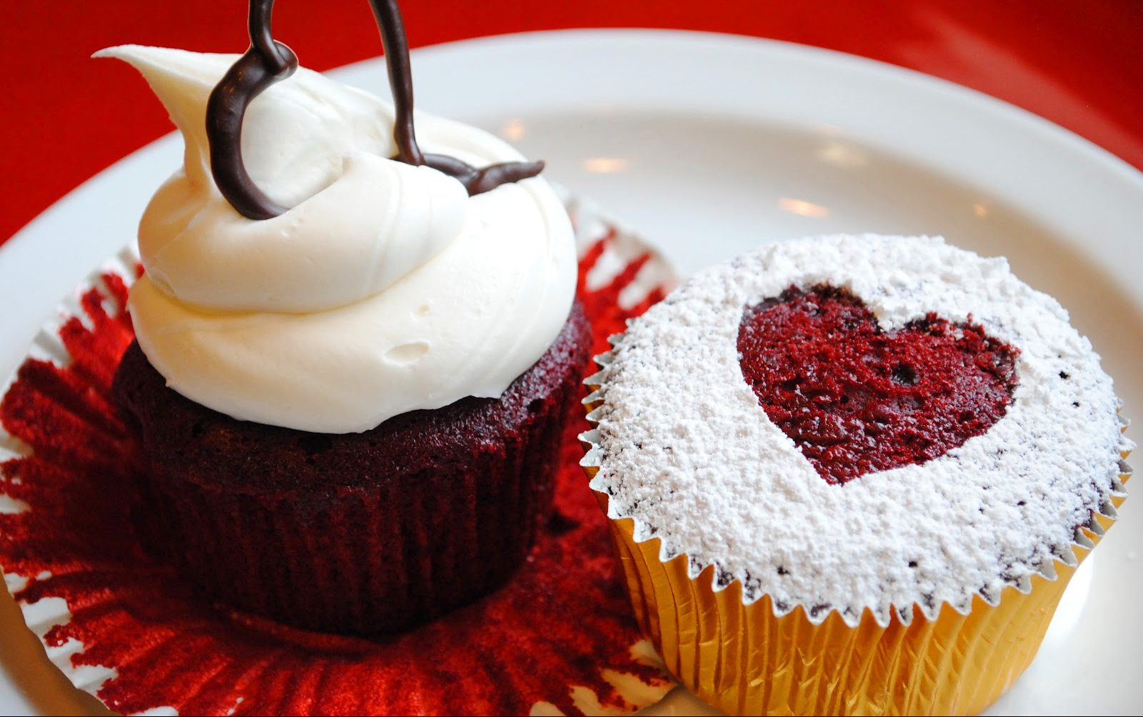 Red Queen Inspired Red Velvet Heart Cupcakes