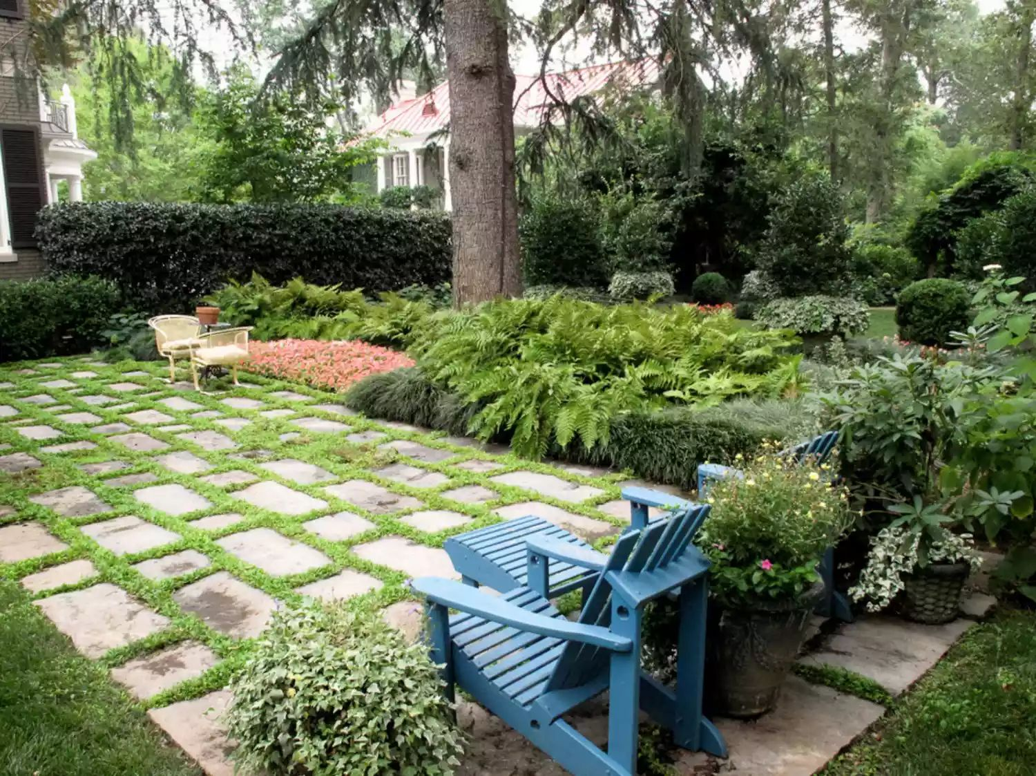 Shades of Green -   Beautiful Low Maintenance Front Yard Garden and Landscaping Ideas