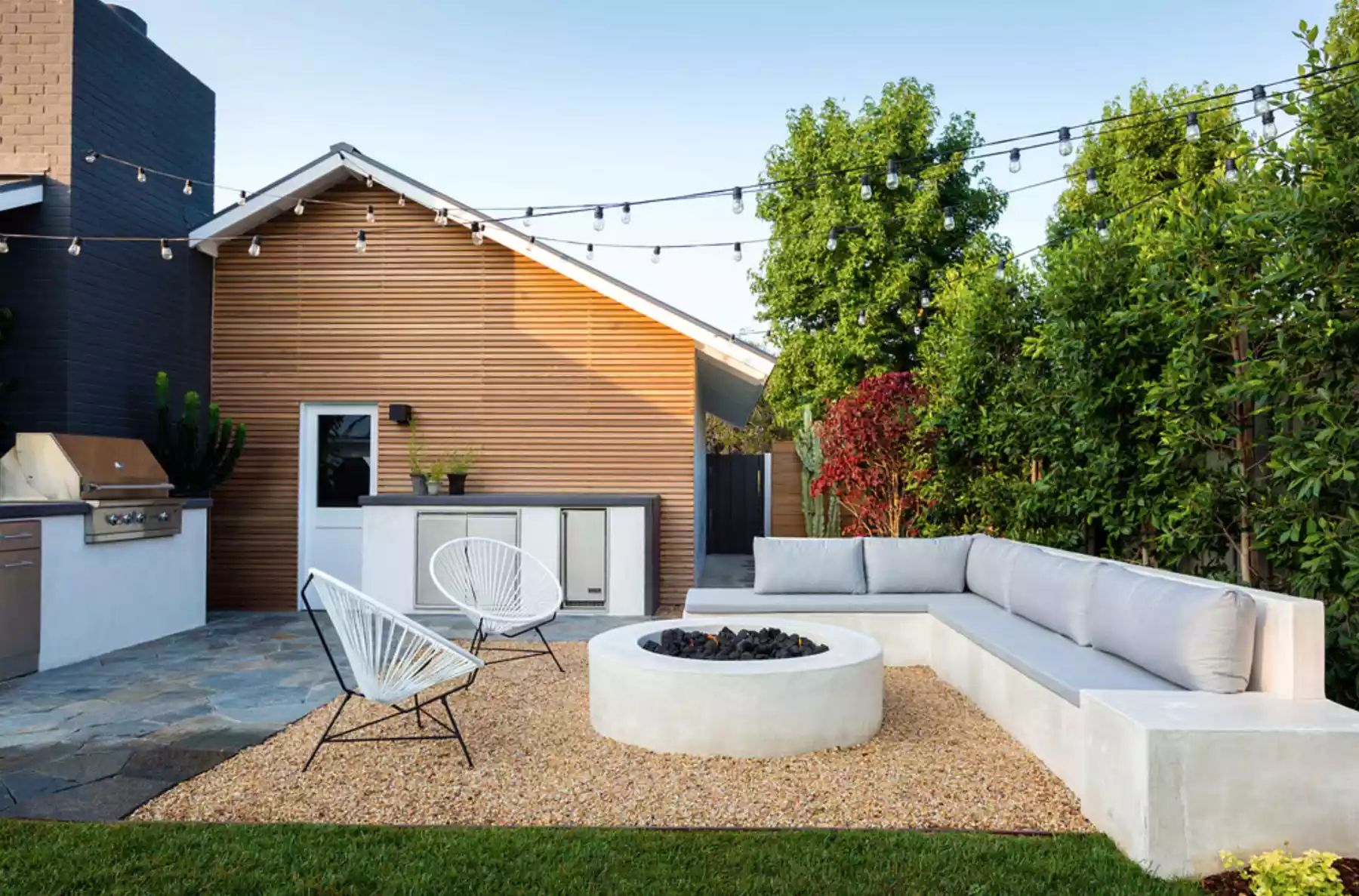 Modern Highlands -   Beautiful Low Maintenance Front Yard Garden and Landscaping Ideas