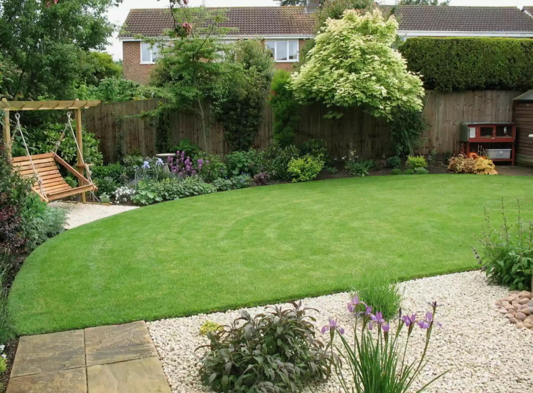 Transitions -   Beautiful Low Maintenance Front Yard Garden and Landscaping Ideas