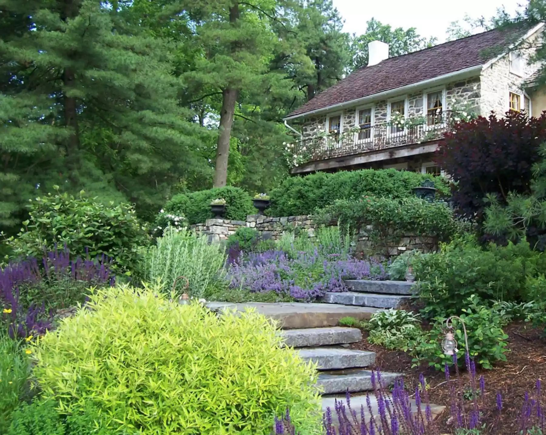 Cottage Garden -   Beautiful Low Maintenance Front Yard Garden and Landscaping Ideas