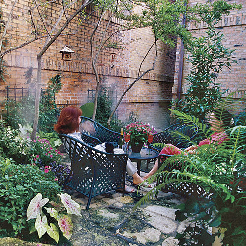 Intimate Courtyard for Entertaining -   19 Awesome Courtyards Ideas