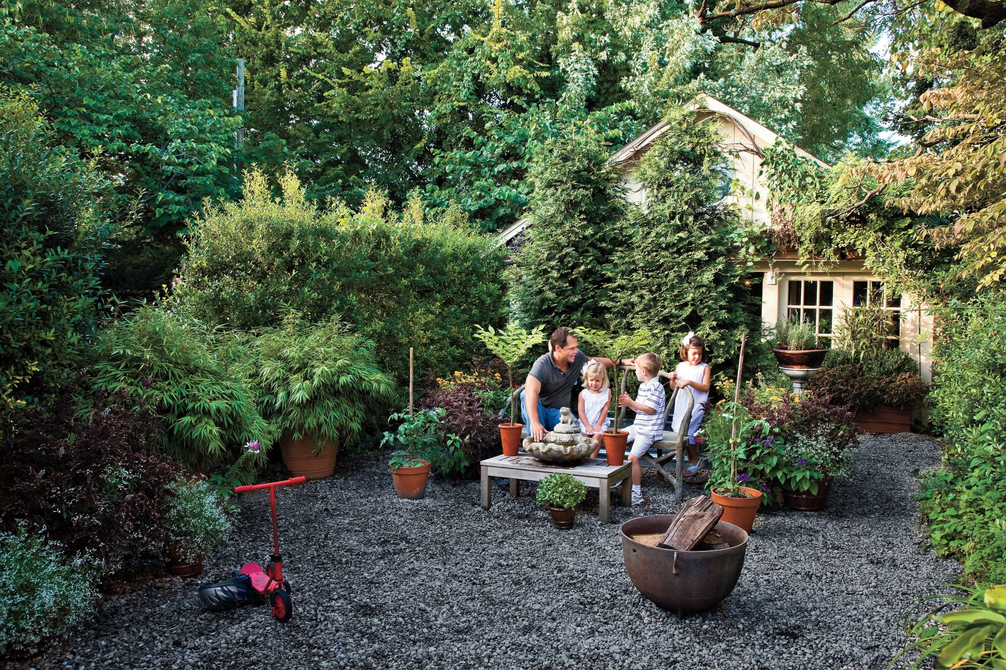 Graveled Courtyard -   19 Awesome Courtyards Ideas