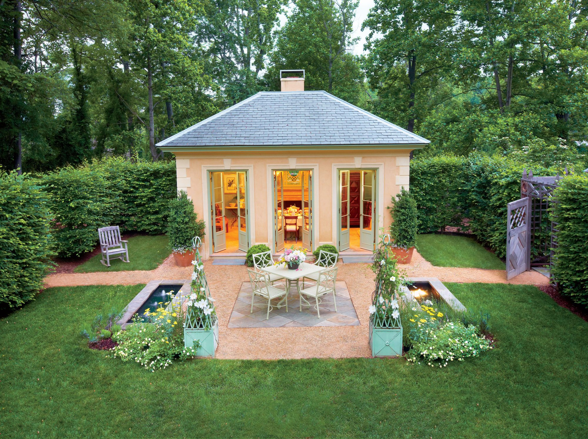 Classical Garden Pavilion -   19 Awesome Courtyards Ideas