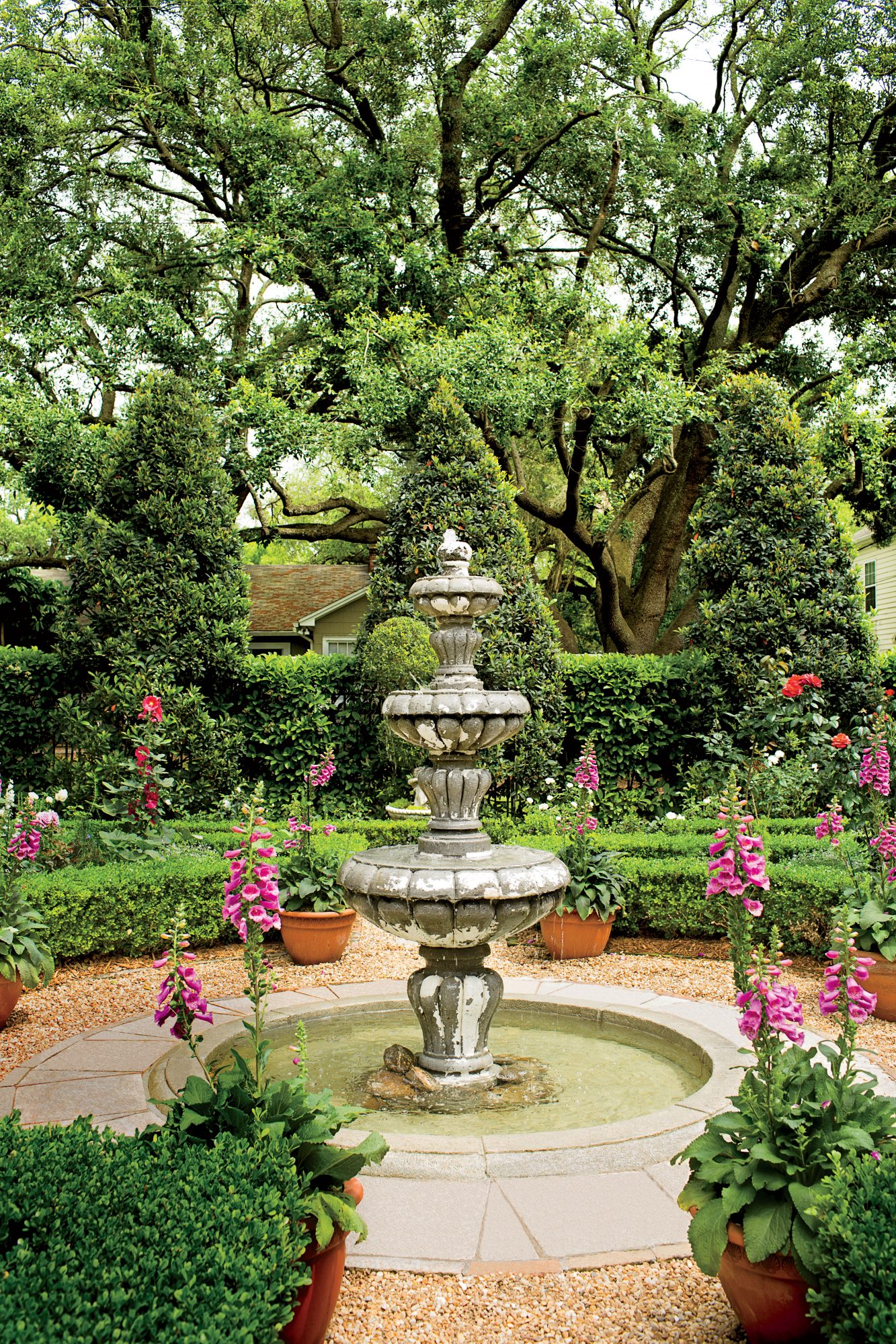 English Courtyard Fountain -   19 Awesome Courtyards Ideas